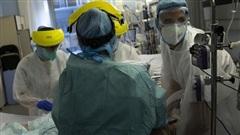 Thiếu nhân lực nghiêm trọng, nhân viên y tế mắc COVID-19 tại Bỉ vẫn phải làm việc