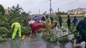Quân và dân các tỉnh miền Trung khẩn trương khắc phục hậu quả sau bão số 9