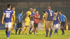 Thể thao nổi bật 7/11: Trợ lý CLB Nam Định bị phạt nặng vì chạy vào sân gây rối câu giờ; Đặng Văn Lâm bị gạch tên vì lý do kỳ quặc