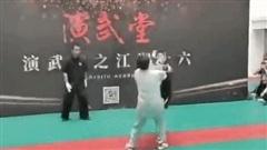 Đệ nhất Thiếu Lâm 'vừa đấm vừa xoa' võ sư Thái Cực sau trận tỉ thí 'gây bão' ở Trung Quốc