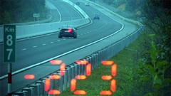ĐỪNG LỠ ngày 25/11: Kinh hoàng xe ô tô chạy với tốc độ 'bàn thờ' 223km/h trên cao tốc; Con gái 3 tuổi bị mẹ nghi trầm cảm bạo hành đến chết não