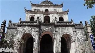 Nhà thờ đá hơn 100 năm tuổi
