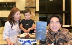 Đón sinh nhật tuổi 45 bên gia đình, Đan Trường khoe luôn món quà khủng do con trai tặng