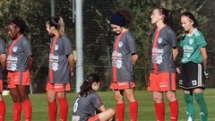 Quay lưng từ chối tri ân huyền thoại Maradona, nữ cầu thủ bị dọa giết và các đồng đội cũng bị liên lụy