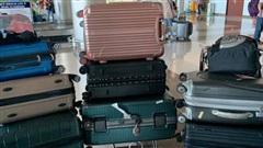 Nhóm bạn nữ đi du lịch mang tận 8 cái vali 5 cái balo như 'di cư' mà còn than thiếu đồ mặc, anh chàng đăng lên mạng 'khóc thét' bất ngờ nhận được sự đồng cảm của nhiều người