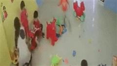 Chủ trường mầm non tư thục KidChamps Kindergarten đánh học sinh tới tấp