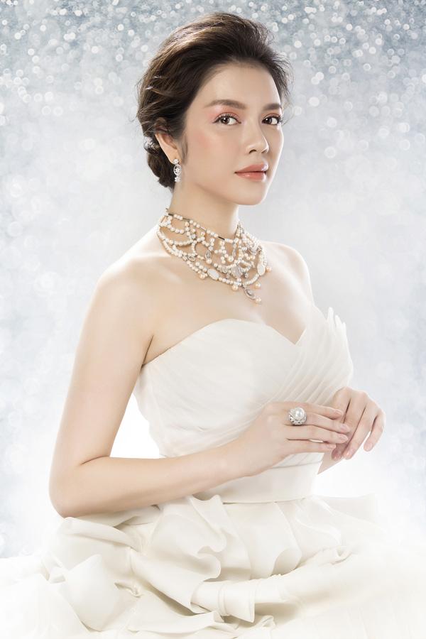Cô cho biết việc chọn trang sức ngày cưới cũng rất quan trọng đểhoàn thiện vẻ đẹp cho tân nương.