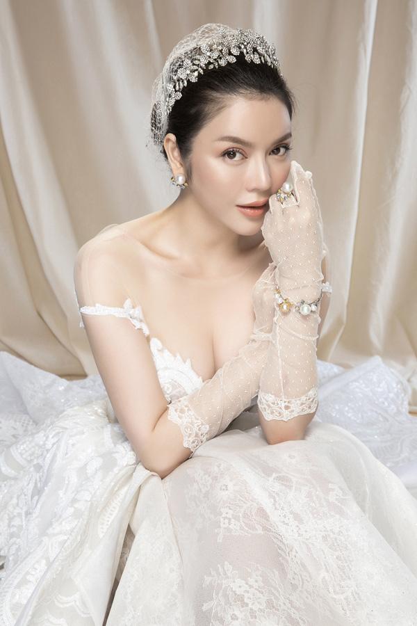 Cùng xem thêm những hình ảnh quyến rũ của 'cô dâu' Lý Nhã Kỳ