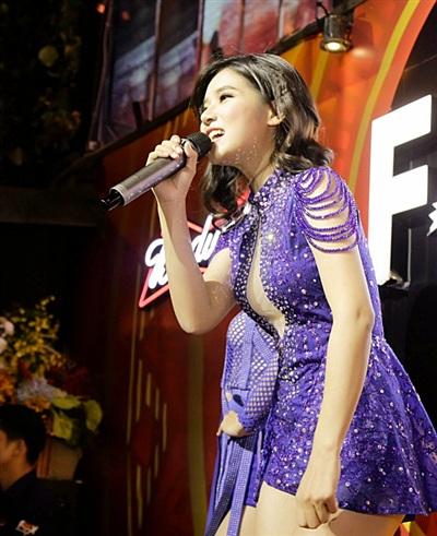 Hoàng Yến Chibi diện đồ sexy, 'quẩy'hết mình trong đêm diễn 3