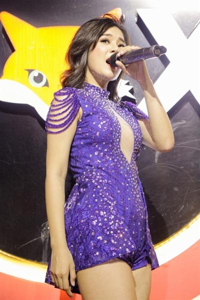 Hoàng Yến Chibi diện đồ sexy, 'quẩy'hết mình trong đêm diễn 2
