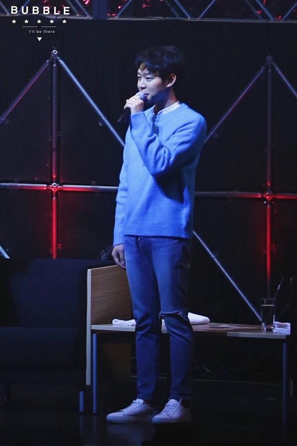 Yoochun khóc trong vòng tay fan hâm mộ trong ngày trở lại sau scandal quấy rối tình dục 2