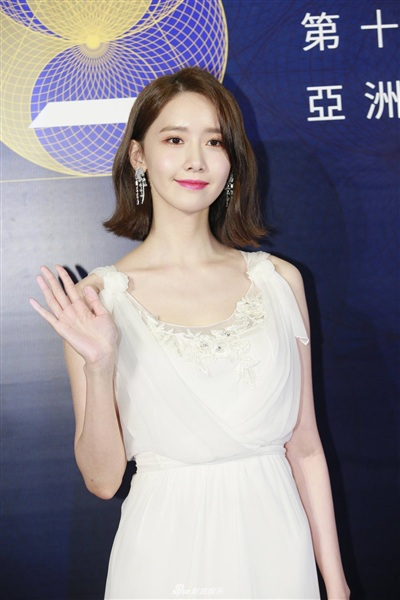Yoona đẹp mong manh như thiên thần giữa dàn sao Hoa ngữ tạiAsian Film Awards 0