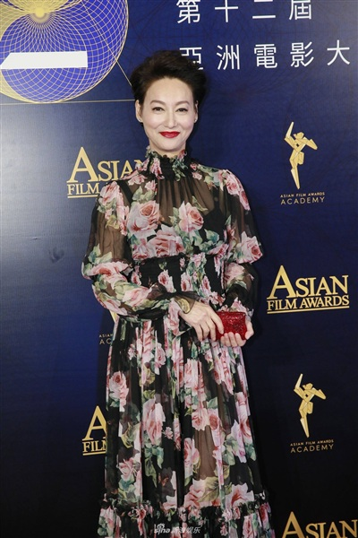 Yoona đẹp mong manh như thiên thần giữa dàn sao Hoa ngữ tạiAsian Film Awards 9