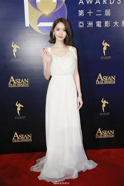Yoona đẹp mong manh như thiên thần giữa dàn sao Hoa ngữ tạiAsian Film Awards 1
