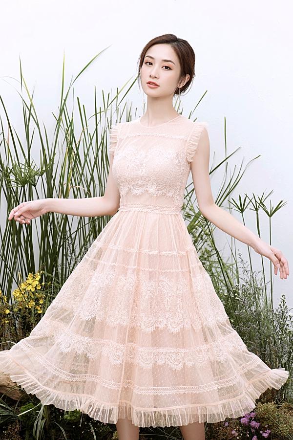 Loạt váy ren giúp Jun Vũ khoevẻ đẹp mong manh, nữ tính 0