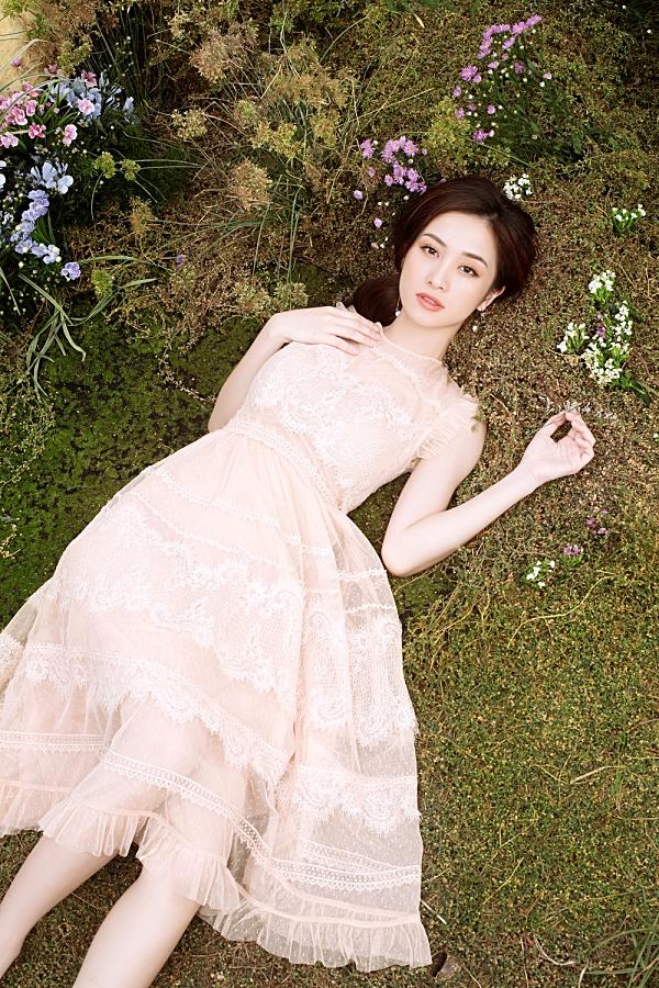Loạt váy ren giúp Jun Vũ khoevẻ đẹp mong manh, nữ tính 1