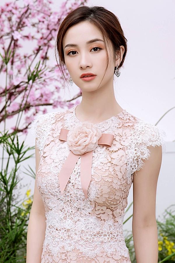 Loạt váy ren giúp Jun Vũ khoevẻ đẹp mong manh, nữ tính 4
