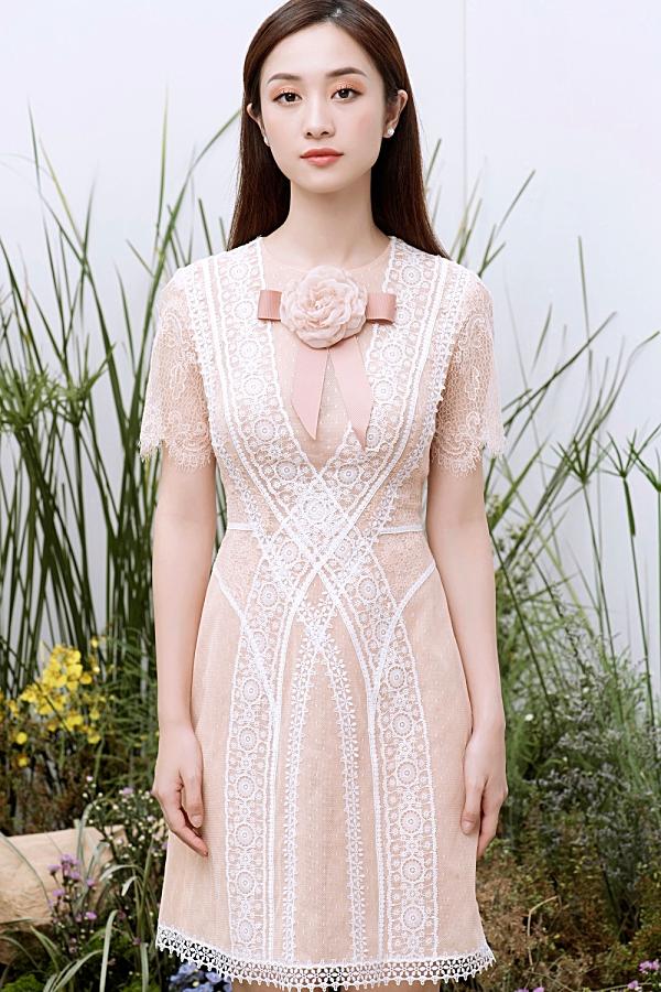 Loạt váy ren giúp Jun Vũ khoevẻ đẹp mong manh, nữ tính 7