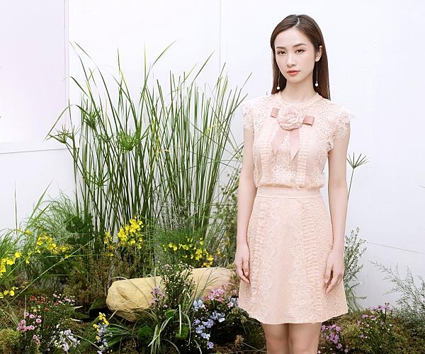 Loạt váy ren giúp Jun Vũ khoevẻ đẹp mong manh, nữ tính 8