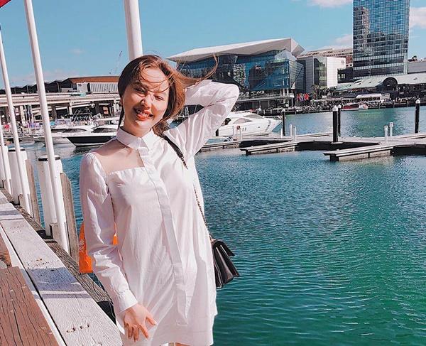 Sau khi tới Úc lưu diễn, nữ ca sĩ cũng tranh thủ thời gian nghỉ ngơi và mua sắm tại đây.