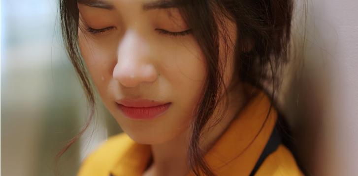 Trong sản phẩm mới, Hòa Minzy đã khoe được giọng hát nội lực, giàu cảm xúc cùng diễn xuất đa dạng của mình.