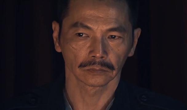 Lương Bổng (NSƯT Trung Anh) - cánh tay phải đắc lực của ông trùm với sự lạnh lùng vốn có.