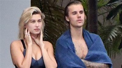 Justin Bieber kề vai bá cổ tình cũ Hailey Baldwin khi tiệc tùng tại Miami 3