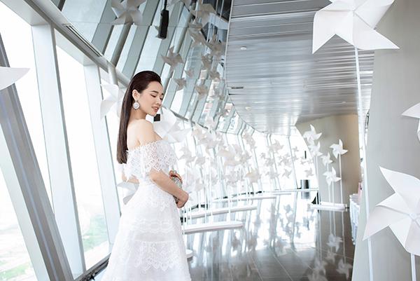 Nhã Phương đẹp tinh khôi, Mỹ Linh sắc sảo tại Chung Thanh Phong Fashion Show 3
