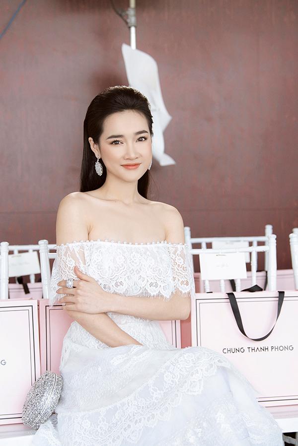 Nhã Phương đẹp tinh khôi, Mỹ Linh sắc sảo tại Chung Thanh Phong Fashion Show 1