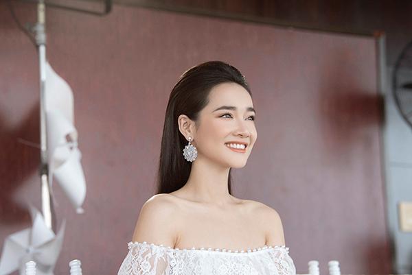 Nhã Phương đẹp tinh khôi, Mỹ Linh sắc sảo tại Chung Thanh Phong Fashion Show 0