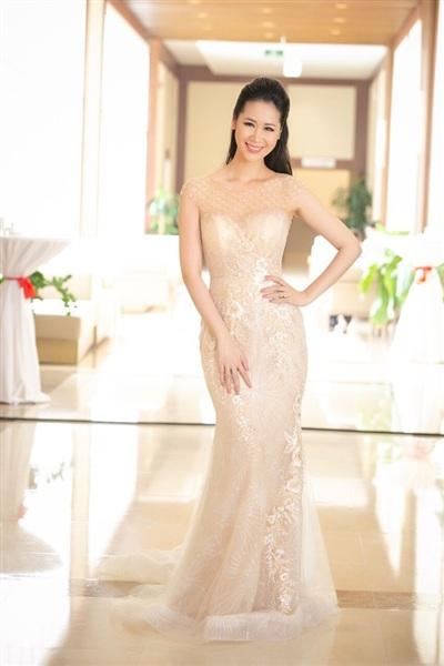 Hoa hậu Thân thiện Dương Thùy Linh làm MC