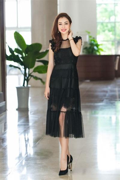 Jennifer Phạm tiếp tục được mời vào vị trí ban giám khảo trong lần thứ 2 cuộc thi nhan sắc này được tổ chức.