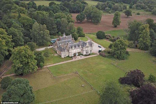 Wardhill Castle - nơi lễ cướidiễn ra.