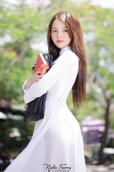 Lan Hương bị bạn bè ganh ghét, độ kỵ khi bất ngờ nổi tiếng trên mạng.