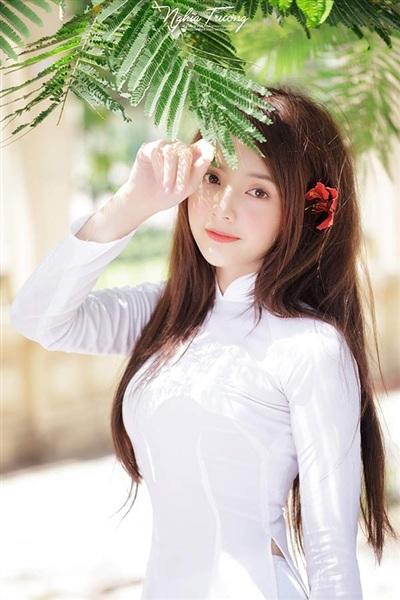 Lan Hương không còn là 'hot girl ảnh thẻ' chuyên up hình xinh nữa. Cô đã bắt đầu bộc lộ khả năng của bản thân.