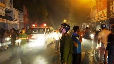 Mặc dù ngọn lửa đã được lực lượng PCCC khống chế nhưng cột khói vẫn bốc cao nghi ngút