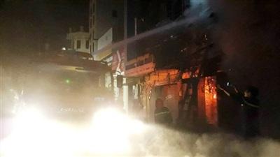 TP Thanh Hóa: Nhiều căn nhà bùng cháy lớn trong đêm 6