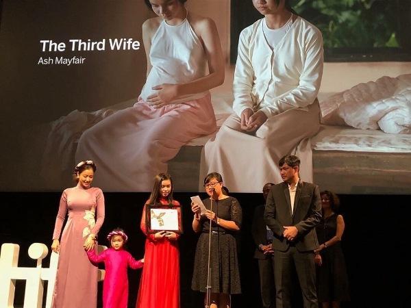 Maya cùng con gái lên nhận giải Phim xuất sắc nhất châu Á tại LHP Toronto 1