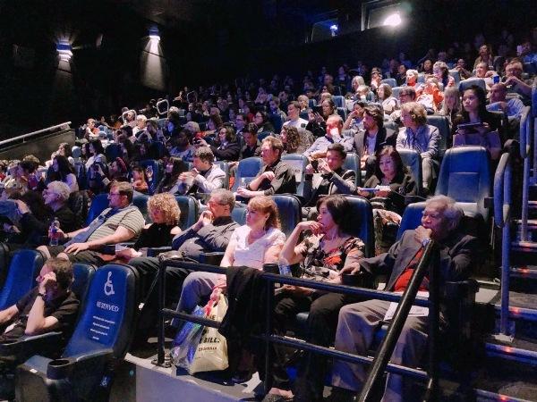 Maya cùng con gái lên nhận giải Phim xuất sắc nhất châu Á tại LHP Toronto 2