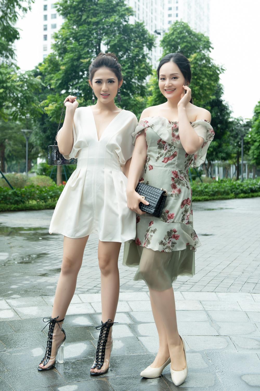 Mới đây, hai gương mặt diễn viên được nhiều khán giả yêu mến - Lan Phương, Trang Cherry bất ngờ hội ngộ trong một sự kiện làm đẹp tại Hà Nội.