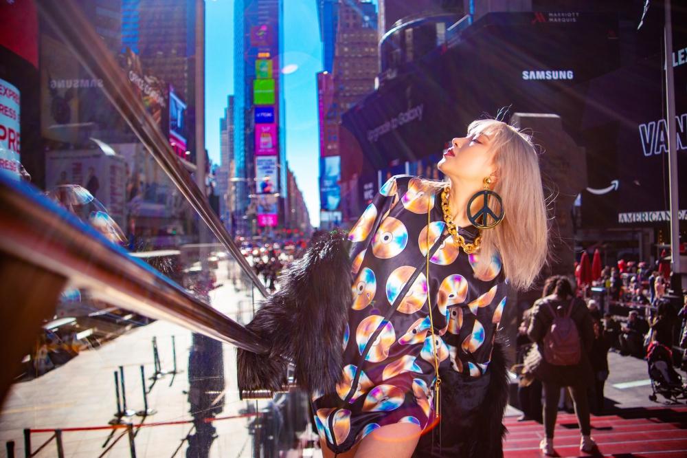 Châu Bùi là một trong những gương mặt thường xuyên được các hãng thời trang nổi tiếng mời tham dự các show diễn và ra mắt BST mới.