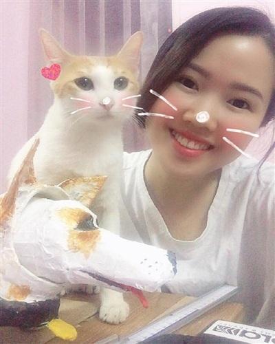 Cô bạn Lê Thùy Linh và chú mèo Mỡ của mình