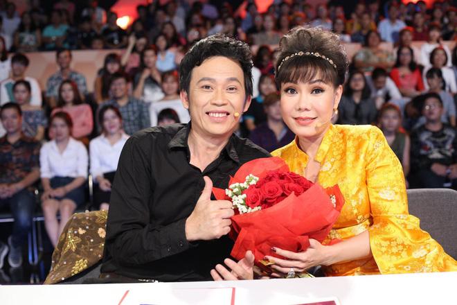 Trấn Thành - Hoài Linh chơi trội, tặng hoa toàn bộ khán giả ở phim trường 2