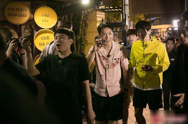 Loạt ảnh hiếm hoi của dàn sao Hàn và HLV Park khi dùng bữa tại Việt Nam 0