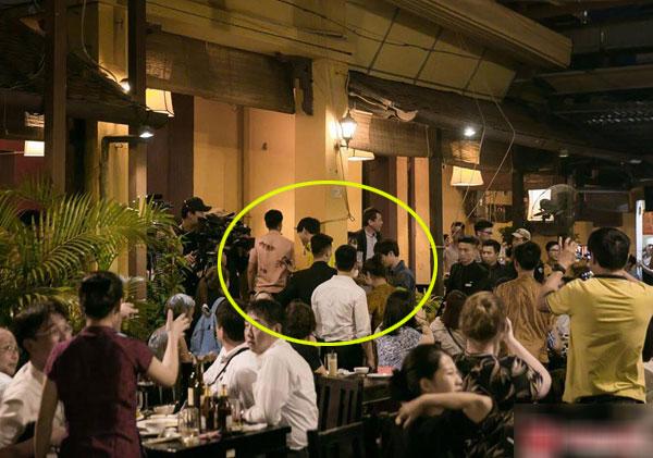 Lee Seung Gi, Yook Sung Jae, Lee Sang Yoon, Yang Se Hyung vàHLV Park Hang-seo xuất hiện tại một nhà hàng Việt.