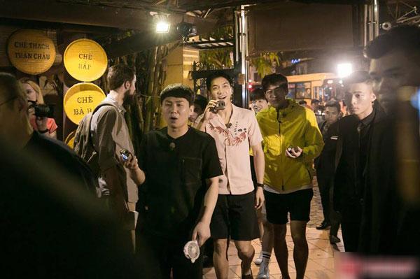 Loạt ảnh hiếm hoi của dàn sao Hàn và HLV Park khi dùng bữa tại Việt Nam 2