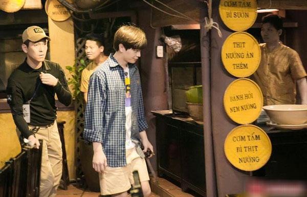 Loạt ảnh hiếm hoi của dàn sao Hàn và HLV Park khi dùng bữa tại Việt Nam 5