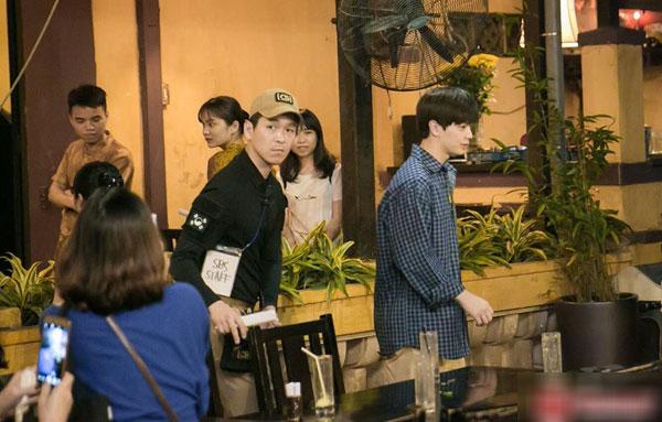 Loạt ảnh hiếm hoi của dàn sao Hàn và HLV Park khi dùng bữa tại Việt Nam 6