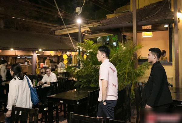 Loạt ảnh hiếm hoi của dàn sao Hàn và HLV Park khi dùng bữa tại Việt Nam 11