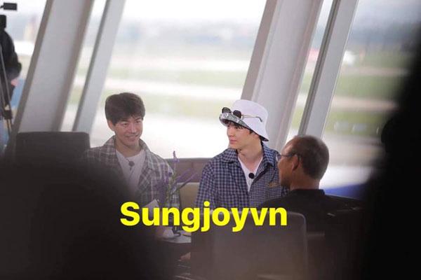 Huấn luyện viên Park Hang-seo tiễn chân các thành viên ra tận sân bay.